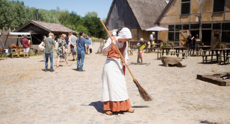 leerzaam-uitje-prehistorisch-dorp